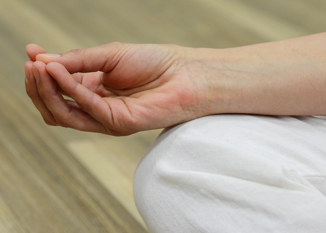 mutatóujj ízületi fájdalomkezelés