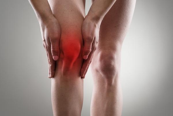 a láb duzzanata térd artrózissal)