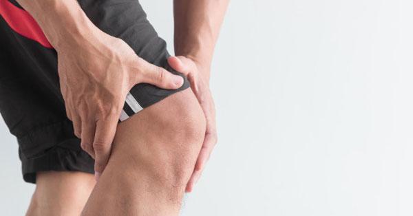 fájó térdfájdalom artroplasztika után)