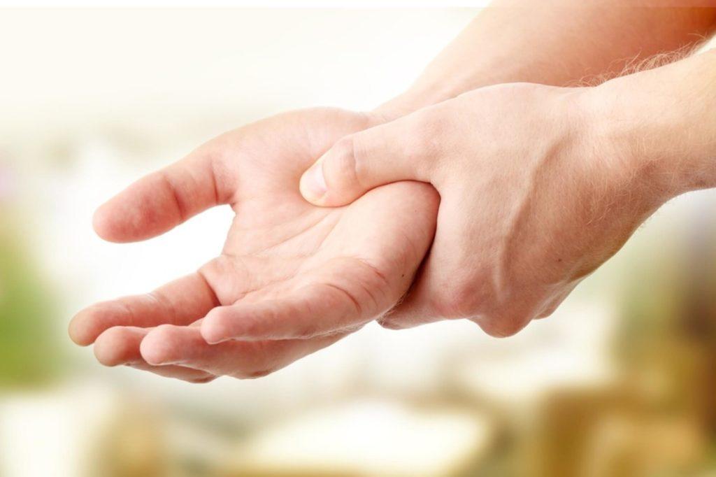 a kéz ujjainak ízületei fájnak reggel)