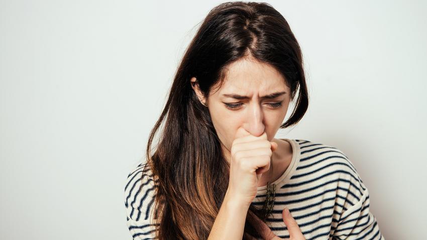 hátfájás tüdőgyulladás covid)