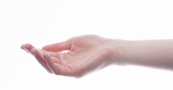 fájdalom a jobb kéz kisujjának ízületében)