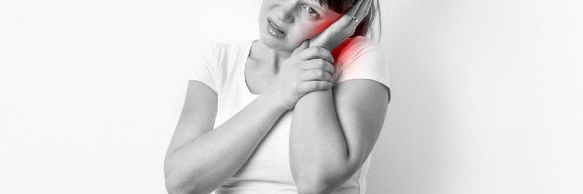 Hogyan enyhíthetőek a szájnyálkahártya-gyulladás tünetei? (x)