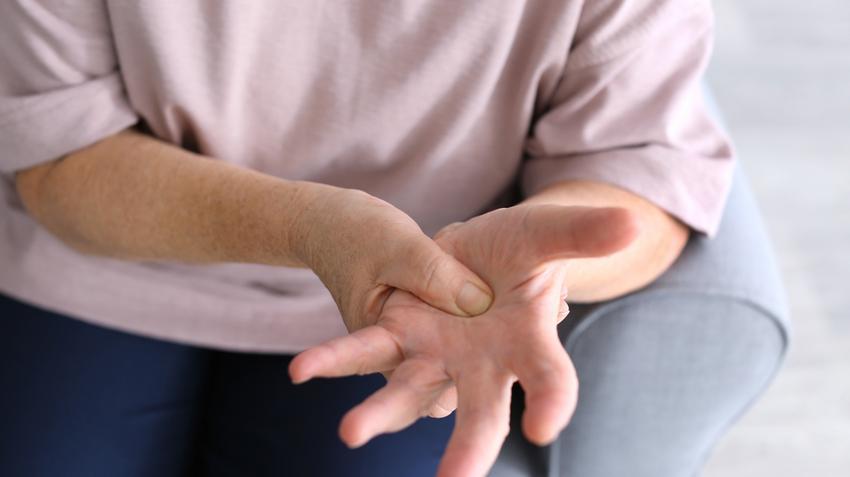hidegben az ujj ízülete fáj