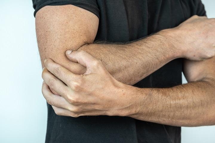 fájó fájdalom a könyökízületekben edzés közben