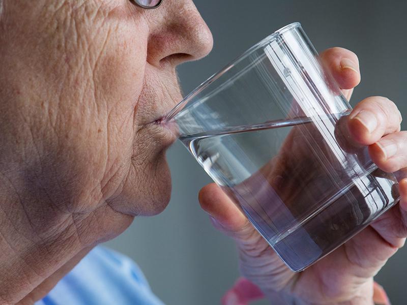 hogyan kezeljük az ízületeket halott vízzel