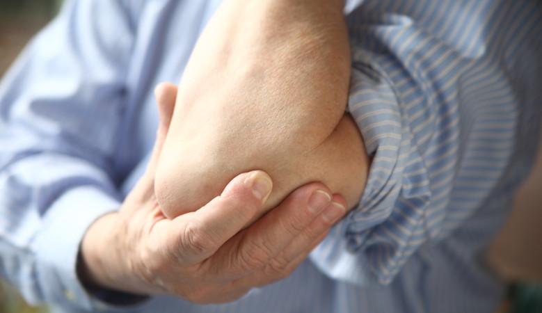 fájdalom a könyökízületekben melyik orvoshoz