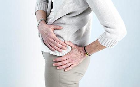 a fájdalom oka a csípőízületben és az alsó lábban)