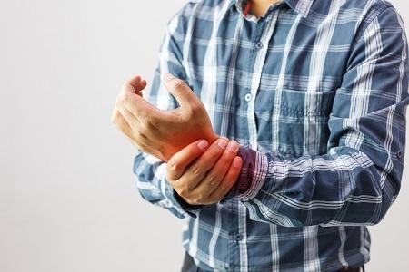 az ujjak ízületei fájni kezdett a kezelésben)