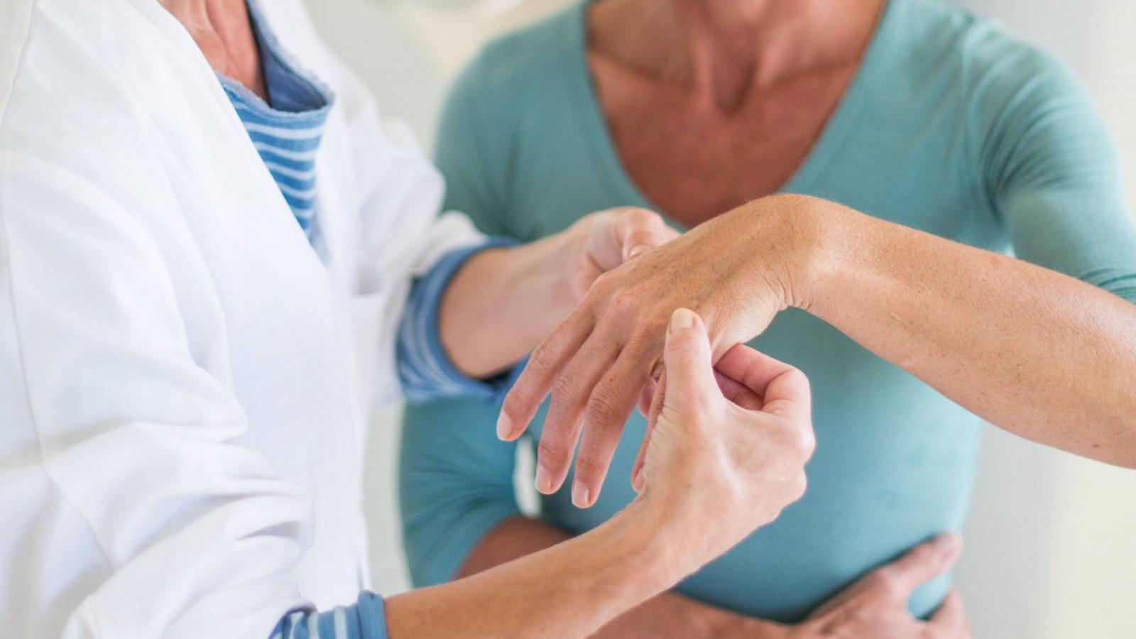 térdfájdalom a kéz ízületeiben az ízületek változnak ha az időjárás változik