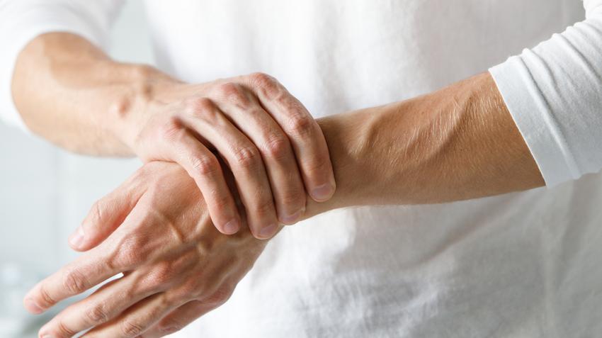 varrásos fájdalom az ujjak ízületeiben fájdalom a gyermek ízületeiben
