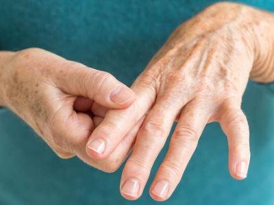 kisizületi gyulladás kézen)