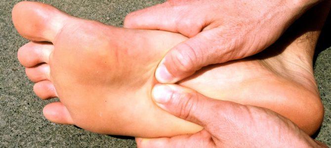 hirtelen fájdalom a lábujjak ízületeiben)