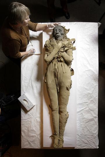 múmia ízületi fájdalmak miatt)