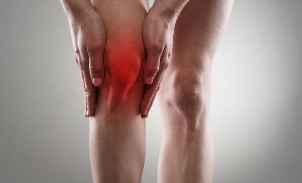 fájdalom és duzzanat a térdízületekben