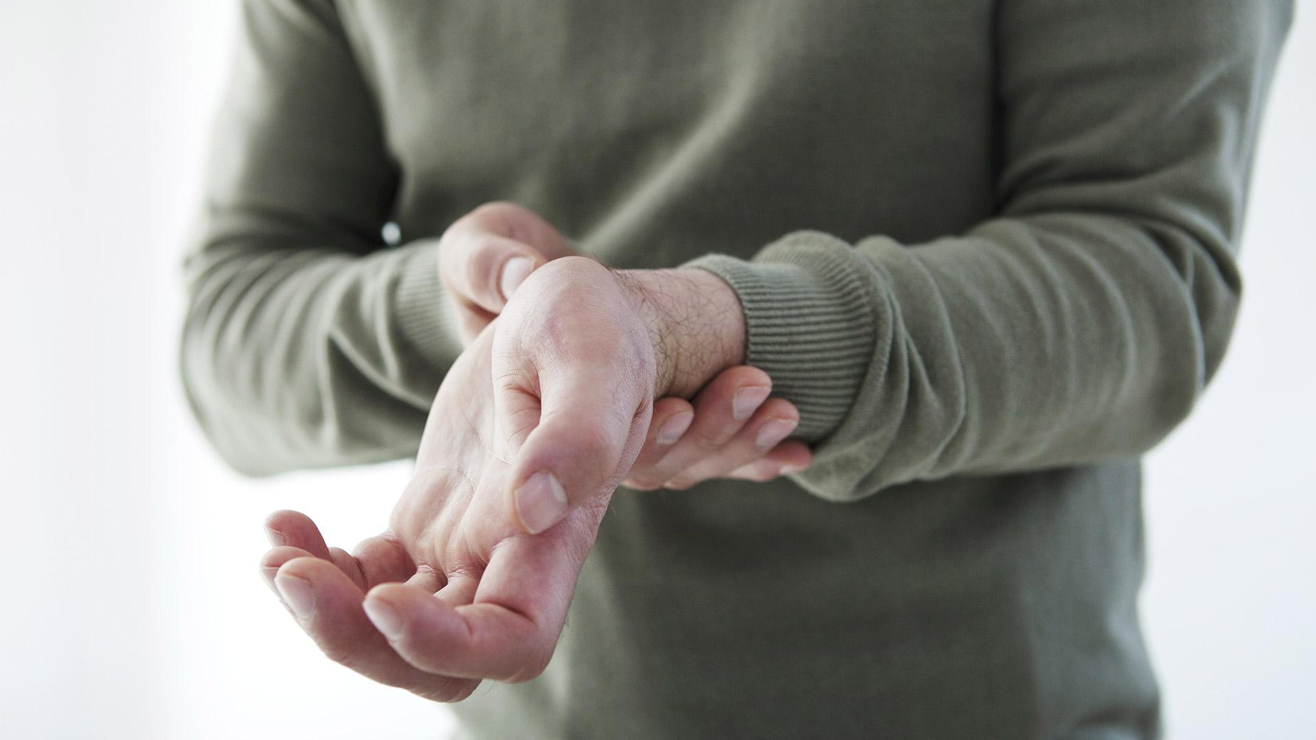 fájó fájdalom a kéz csuklójában