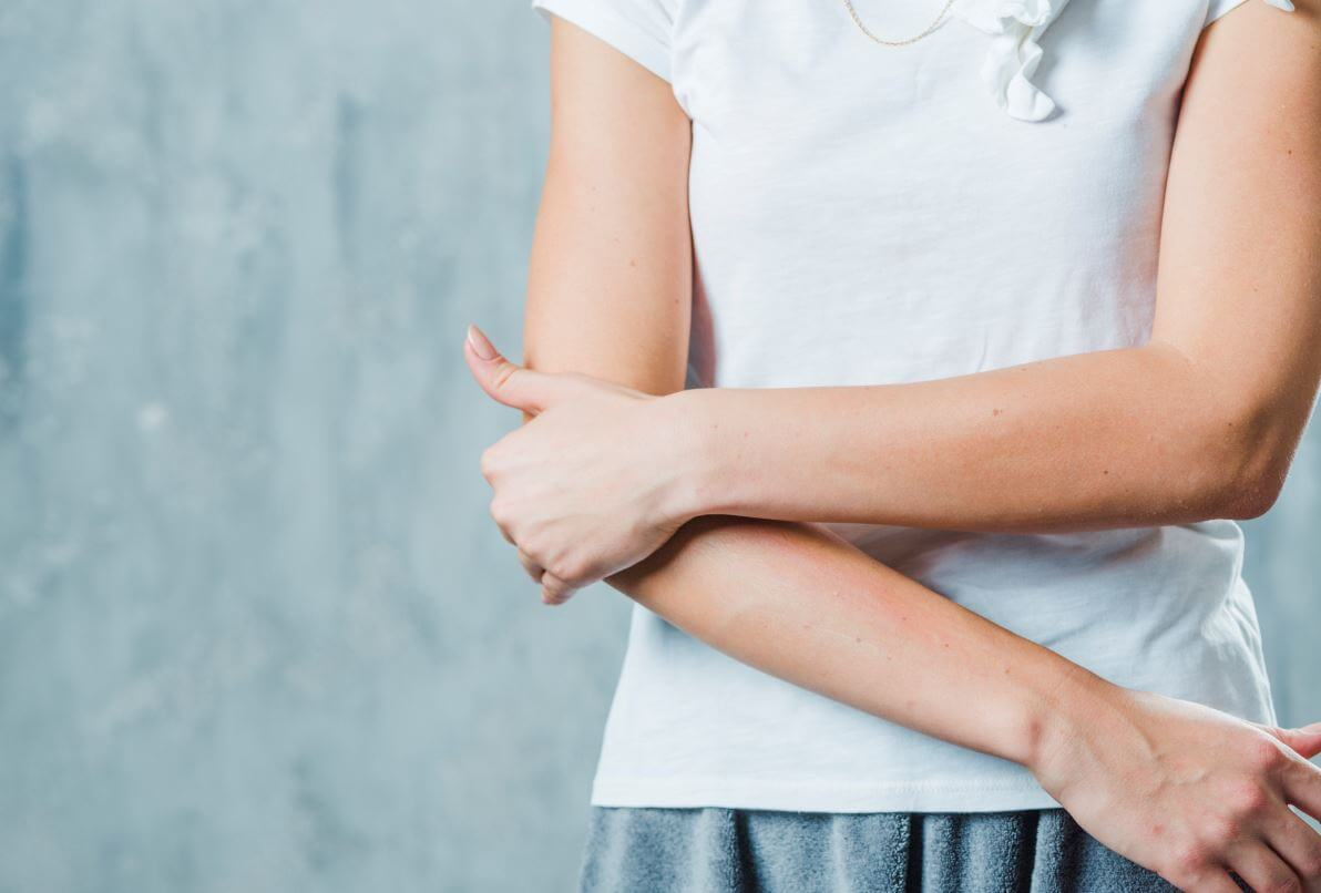 fájdalom a könyök és a carpal ízületben szülés utáni csípő fájdalom