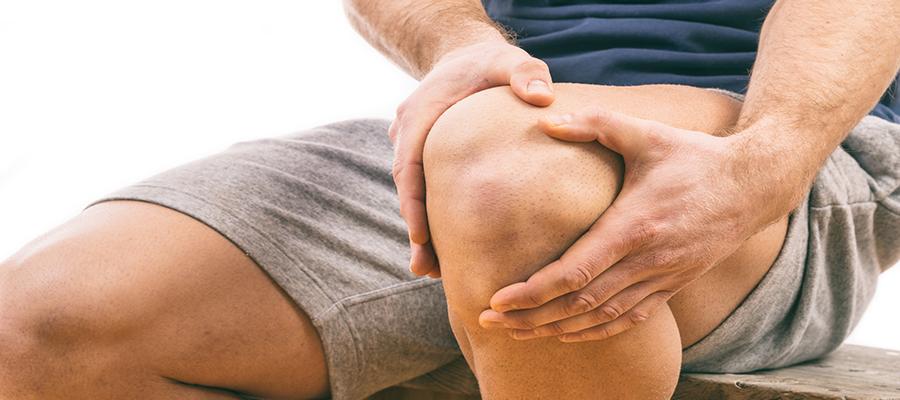 ülő helyzetben a térdízület fájdalma)
