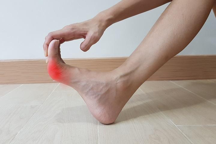 Fájdalom a lábujj ízületében, A köszvény és tünetei